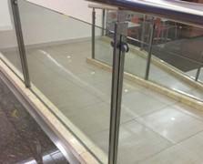 railing kaca tangga